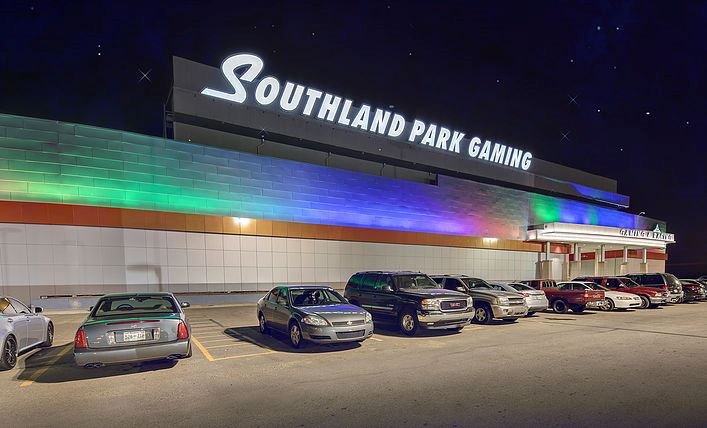 Exterior of Southland Park Gaming with cars in parking lot
